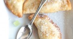 Cassatelle siciliane di ricotta e cedro di Calabria con crema di yogurt altoatesino, lamponi e fragole della Val Martello